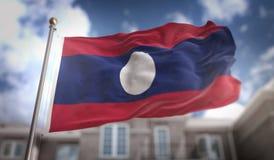 Rappresentazione della bandiera 3D del Laos sul fondo della costruzione del cielo blu Immagine Stock