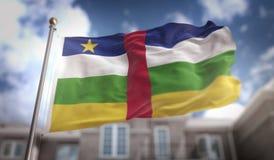 Rappresentazione della bandiera 3D della Repubblica centroafricana sulla costruzione del cielo blu Immagini Stock Libere da Diritti