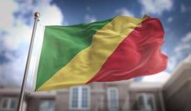 Rappresentazione della bandiera 3D della Repubblica del Congo sulle sedere della costruzione del cielo blu Fotografia Stock Libera da Diritti