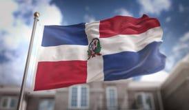 Rappresentazione della bandiera 3D della Repubblica dominicana sul cielo blu che costruisce Backgr Fotografia Stock