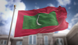 Rappresentazione della bandiera 3D delle Maldive sul fondo della costruzione del cielo blu Immagini Stock Libere da Diritti