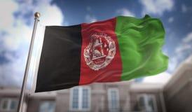 Rappresentazione della bandiera 3D di Afghanistan sul fondo della costruzione del cielo blu Immagini Stock Libere da Diritti