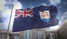 Rappresentazione della bandiera 3D di Anguilla sul fondo della costruzione del cielo blu Fotografia Stock Libera da Diritti