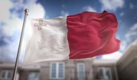 Rappresentazione della bandiera 3D di Malta sul fondo della costruzione del cielo blu Fotografie Stock