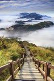 Rappresentazione di bello paesaggio con colore piacevole del sole della montagna Fotografia Stock