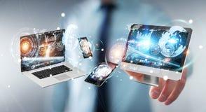 Rappresentazione di collegamento 3D dei dispositivi di tecnologia dell'uomo d'affari l'un l'altro Fotografie Stock