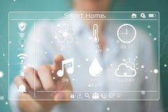 Rappresentazione di concetto 3D della casa di eco della donna di affari Fotografie Stock
