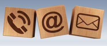 Rappresentazione di legno dell'icona 3D del contatto del cubo di Digital Immagine Stock Libera da Diritti