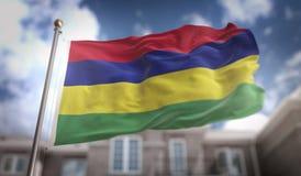 Rappresentazione di Mauritius Flag 3D sul fondo della costruzione del cielo blu Fotografia Stock Libera da Diritti