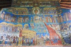 Rappresentazione di ultimo giudizio sulla parete ad ovest al monastero di Voronet, Bucovina Fotografie Stock Libere da Diritti