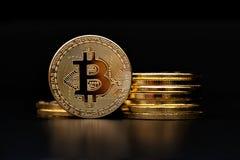 Rappresentazione dorata del bitcoin cripto di valuta Fotografie Stock Libere da Diritti