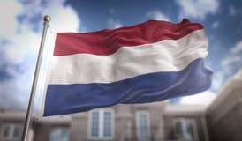Rappresentazione olandese della bandiera 3D sul fondo della costruzione del cielo blu Fotografie Stock Libere da Diritti