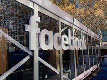 Rappresentazione in tournée di realtà virtuale di Facebook al villaggio di inverno a Bryant Park, NYC, U.S.A. Immagini Stock