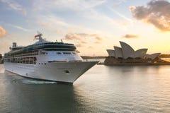 Rapsódia do navio de cruzeiros dos mares em Sydney. Fotos de Stock Royalty Free