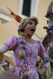 Rapunzel i Disneyland ståtar royaltyfri foto