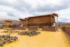 Raqchi arkeologisk plats för Inca i Cusco, Peru (fördärva av templet av Wiracocha), på Chacha royaltyfri foto