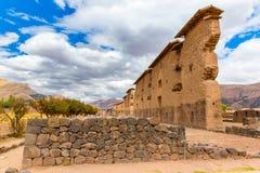 Raqchi arkeologisk plats för Inca i Cusco, Peru (fördärva av templet av Wiracocha), på Chacha, Amerika arkivbilder