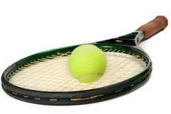 Raqueta de tenis con la bola Imágenes de archivo libres de regalías