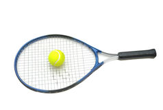 Raqueta de tenis y aislante de la bola Foto de archivo libre de regalías