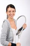 Raqueta sonriente joven del asimiento de la mujer del jugador de tenis Fotos de archivo