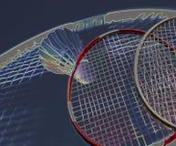 Raquete de badminton e azul-céu abstratos coloridos da peteca imagens de stock royalty free