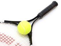 Raquete de tênis e esfera de tênis Fotos de Stock Royalty Free
