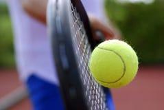 Raquete e esfera de tênis Foto de Stock Royalty Free