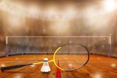 Raquete e peteca de badminton na arena com espaço da cópia Imagem de Stock