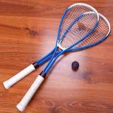 Raquetes e bola de polpa foto de stock