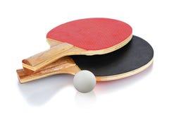 Raquetes e esfera de tênis da tabela Imagens de Stock Royalty Free