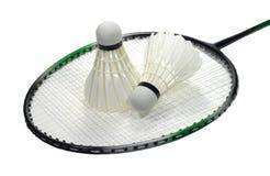 Raquette de badminton avec le shuttlecock au-dessus du blanc Photo libre de droits