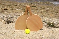 Raquette de plage de tennis Photos stock