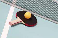 Raquette et bille de ping-pong Photographie stock