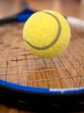 Raquette et bille de tennis Photo stock