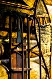 Raquette et traîneau sur le mur Photographie stock