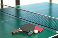 Raquettes et bille de ping-pong Photographie stock libre de droits