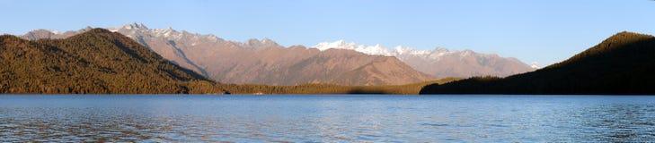 Rara Daha或Mahendra Tal湖- Rara艰苦跋涉-尼泊尔 免版税库存照片