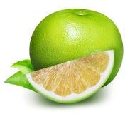 Raring grön grapefrukt som isoleras på vit bakgrund Royaltyfria Bilder
