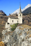 Raron Burgkirche, alte Kirche auf hohem Felsen Lizenzfreie Stockfotografie