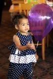 ras- litet barn för afrikansk amerikanbikvinnlig Arkivbilder
