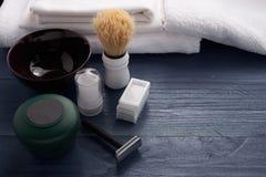 Rasage des accessoires sur la table Images stock