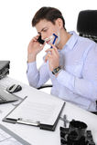 Rasages d'homme d'affaires dans le lieu de travail photos libres de droits