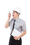 Rasande tekniker som använder walkietalkien Arkivbild