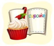 Rasberry杯形蛋糕和书 免版税库存图片