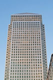 Rascacielos amarillo del embarcadero Foto de archivo libre de regalías
