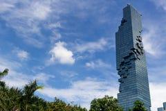 Rascacielos Bangkok de Maha Nakhon rodeada por el verde imagen de archivo