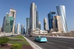 Rascacielos céntricos de Doha, Qatar Foto de archivo