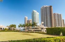 Rascacielos céntricos de Miami del parque de Bayfront Fotos de archivo