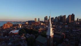 Rascacielos céntricos urbanos modernos de la arquitectura del distrito de Boston que igualan la puesta del sol que sorprende pais metrajes
