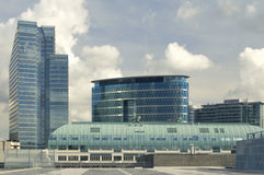 Rascacielos ciánico azul Fotos de archivo libres de regalías